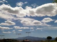 Formació de núvols per sobre el Montseny des del trencall de Can Jupeta