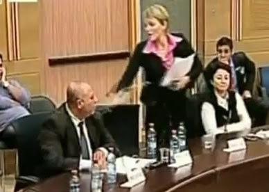 Ahli politik Israel simbah air pada rakan sekerja di Parlimen