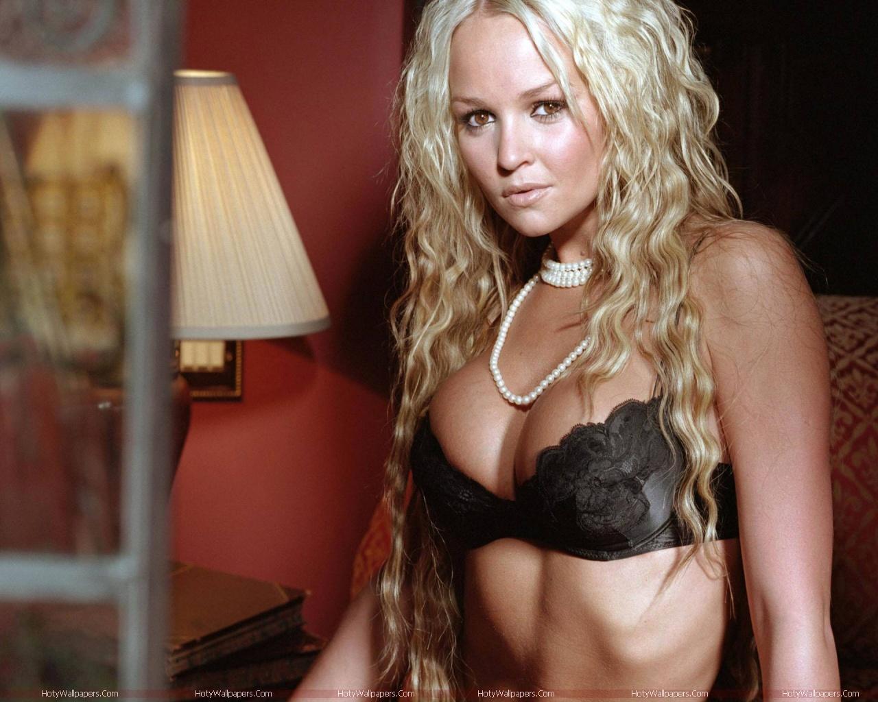 http://2.bp.blogspot.com/-MshWmlLW2z8/Tmd6cwhFwSI/AAAAAAAAKiA/jAU6Y-U8tKs/s1600/actress-Jennifer_Ellison_glam-wallpaper.jpg