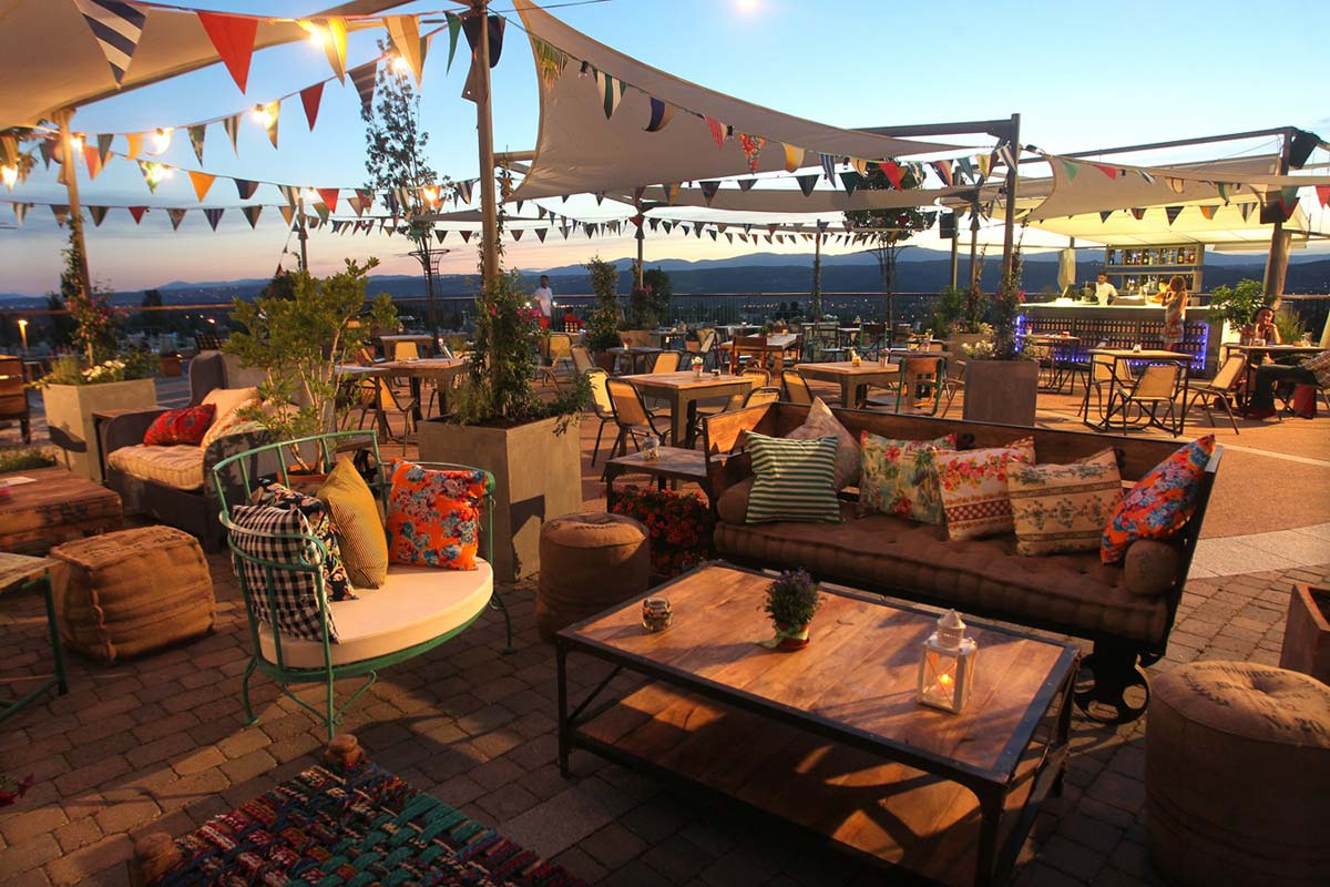 Doos interiorismo terrazas de bares con encanto for Terrazas de verano madrid