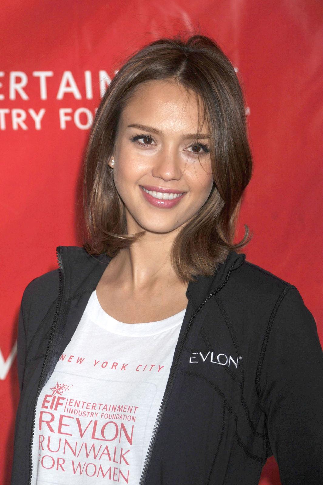http://2.bp.blogspot.com/-MsqXj8j97nI/TfJerVN5K0I/AAAAAAAAAD8/PwzRGtst2b8/s1600/Jessica-Alba-hairstyle-pics-movies-machette-0+%25281%2529.jpg