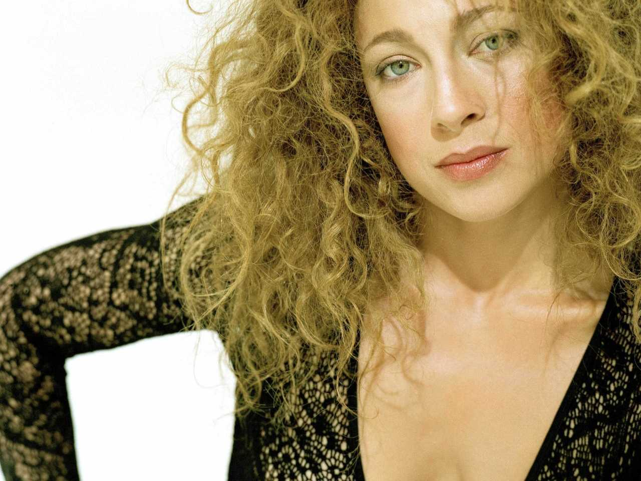 http://2.bp.blogspot.com/-MsyOL9qeRc4/TZpIoAzkcEI/AAAAAAAABHY/UKxPc_3dMT4/s1600/Alex-Kingston_Wallpaper_05.jpg