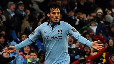 craque espanhol david silva celebrando gol em derby