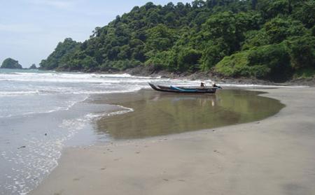 Pantai Jolosutro 3
