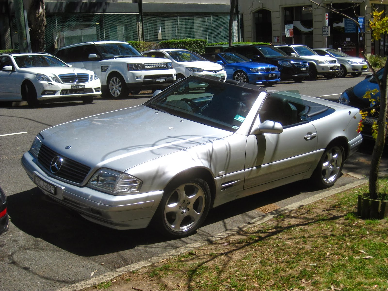 aussie old parked cars 1999 mercedes benz r129 sl 320. Black Bedroom Furniture Sets. Home Design Ideas