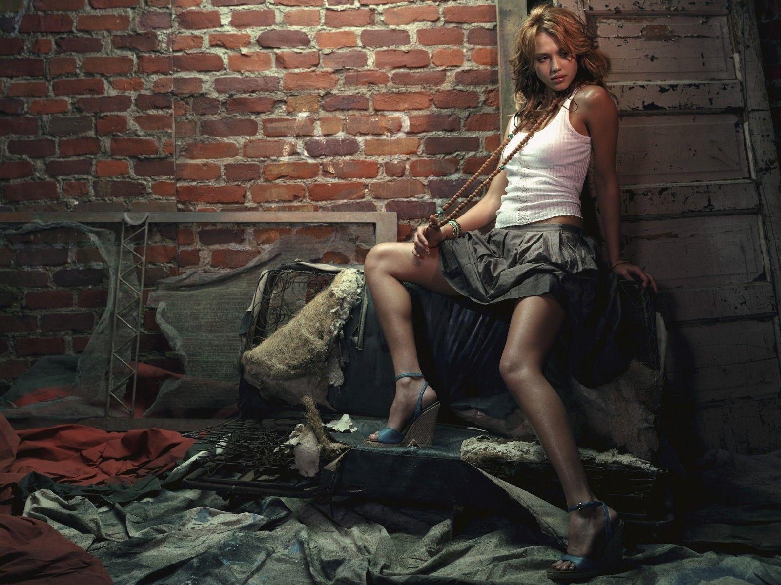 http://2.bp.blogspot.com/-MtjC8lEdqKk/Ty190NX97rI/AAAAAAAAA4M/OQZPkA0dYLw/s1600/1-+Jessica+Alba+1600X1200.jpg
