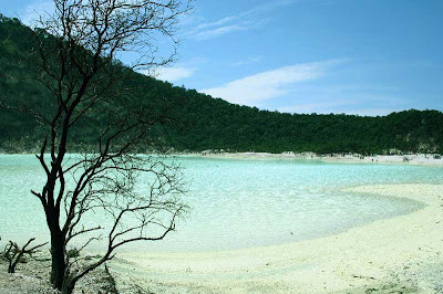 Kawah Putih, salah satu ikon wisata di bandung selatan