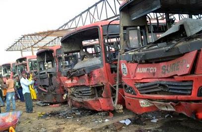 Vehicles burn after an attack at a bus station packed with morning commuters in Abuja  on April 14, 2014 (STR/AFP)