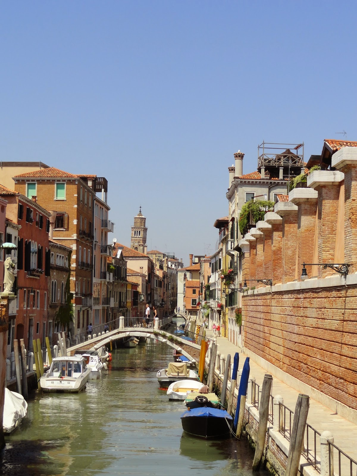 Explore-Canals-In-Venice