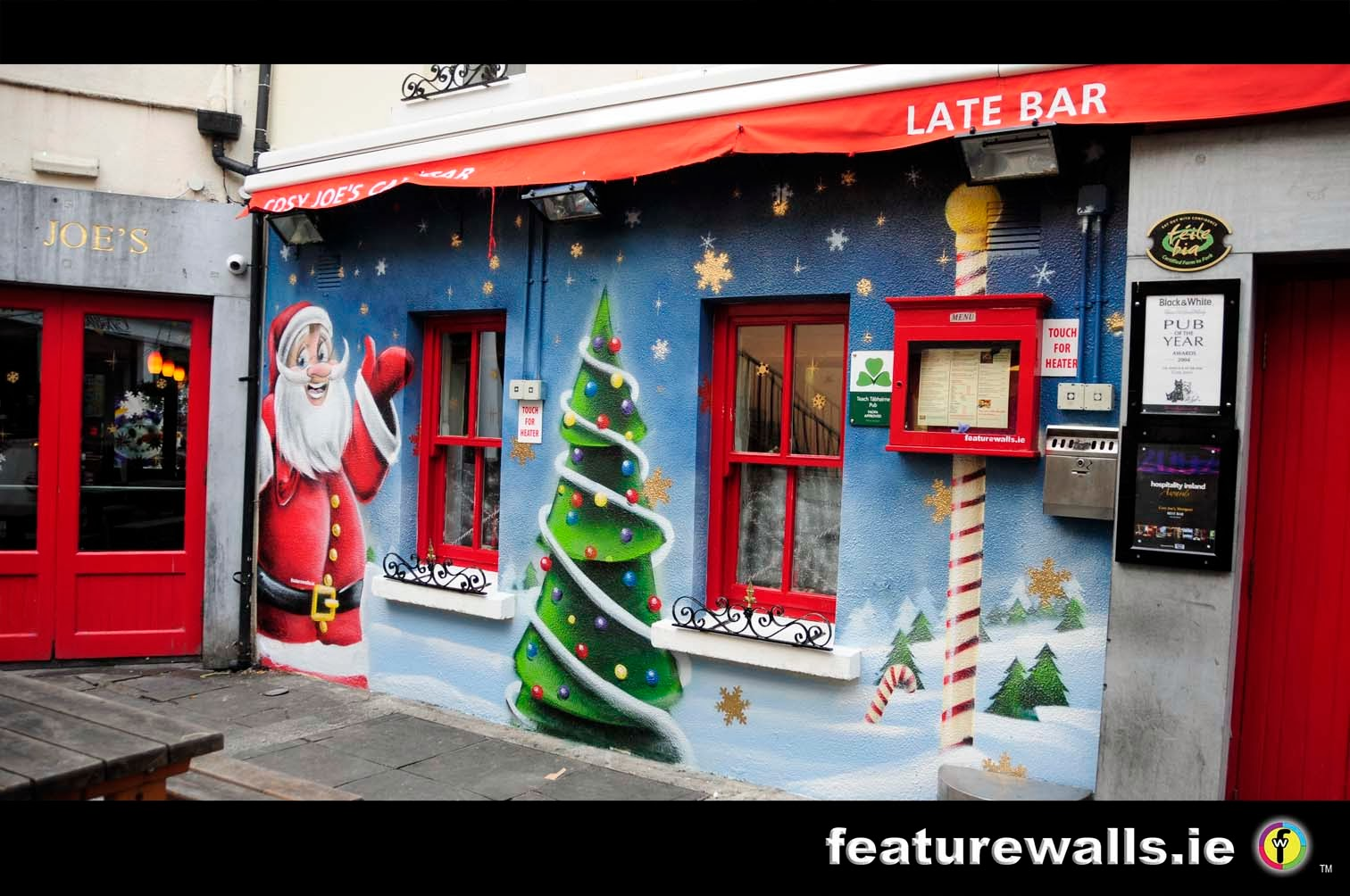 Mural painting professionals featurewalls for Christmas window mural
