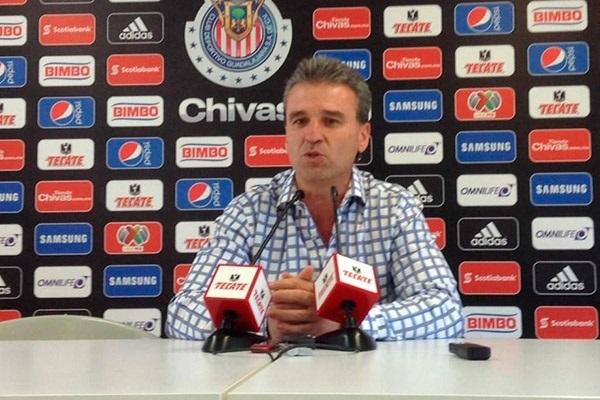 Néstor de la Torre anuncia la medida para el partido ante Xolos en el estadio Omnilife.