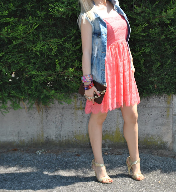 outfit gilet in denim gilet in denim destroyed gilet di jeans come abbinare il gilet di jeans abbinamenti gilet di jeans gilet in jeans strappato mariafelicia magno fashion bloggeer colorblock by felym blog di moda blogger italiane di moda fashion blog italiani milano fashion blogger bergamo outfit 3 luglio 2015 outfit luglio 2015 outfit estivi outfit estate 2015 denim destroyed vest how tow ear denim vest summer outfit july outfits gold sandals how to wear gold sandals sandali oro