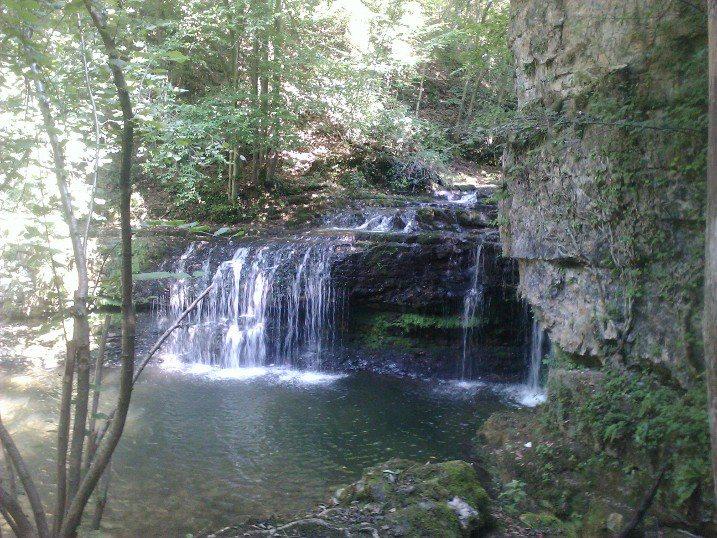Idee per gite vicino milano le cascate di ferrera for Lago vicino milano