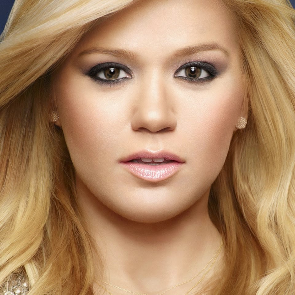 popmusiclife: Kelly Clarkson welcomes baby girl