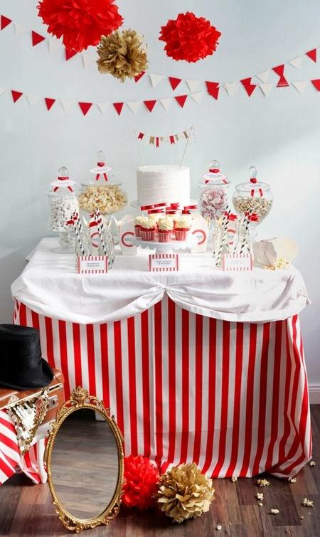 http://www.decoraydiviertete.net/2014/01/mesas-de-dulces-o-candy-buffet-para.html