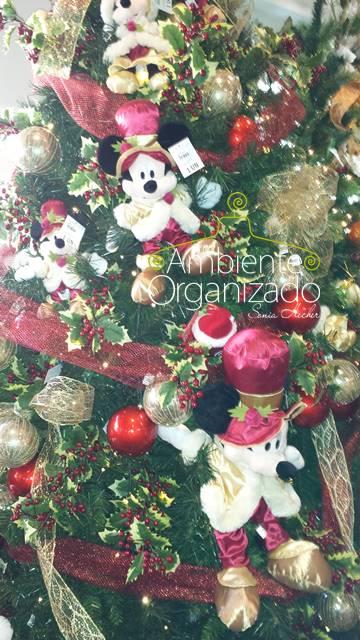 Árvore de Natal com decoração Disney