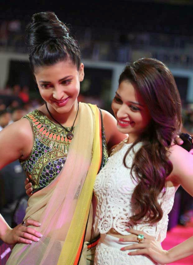 Tamanna Bhatia and Shruti Hssan at 61st Idea Filmfare Awards 2013 (South)