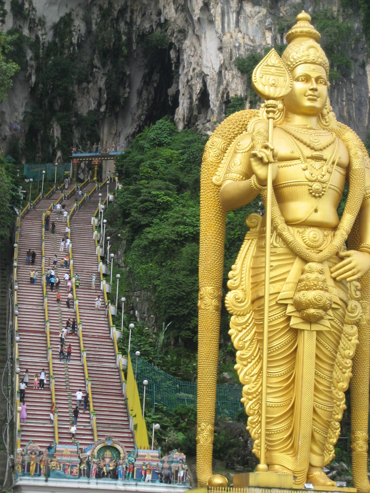culture and religion in malaysia Malaysian multicultural society is typified by three major ethnic groups, namely malays, chinese and indians in the malaysian context, ethnicity is important in the identification of one's.