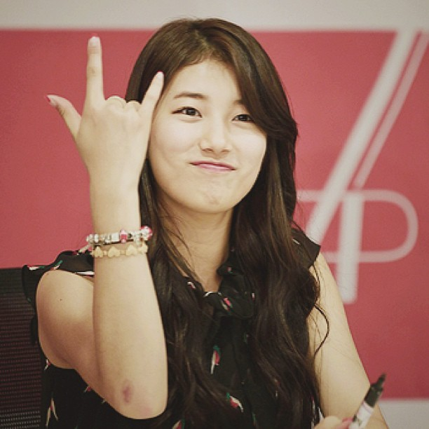 Photo BAE SUZY Rock Style