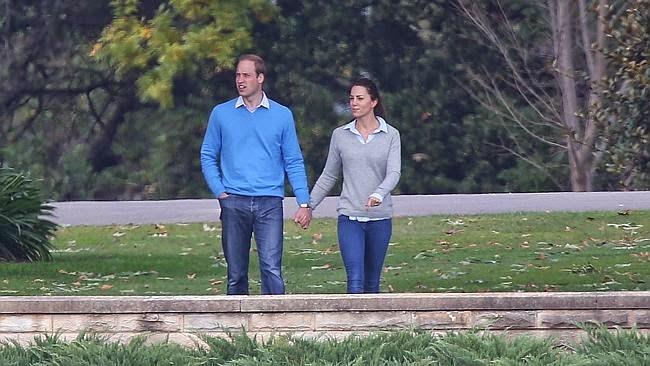 Kate The Duchess Of Cambridge Inaspettata Passeggiata In