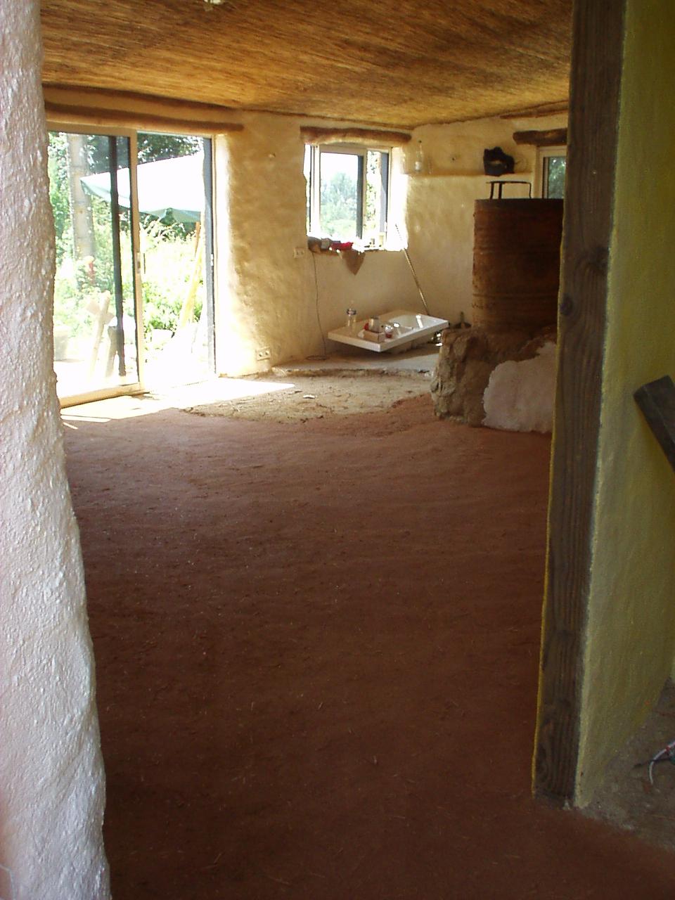 maison terre et paille sol en terre crue suite et fin. Black Bedroom Furniture Sets. Home Design Ideas