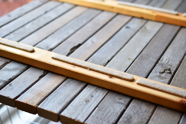 DIY Weathered Wood Photography background - easy to make and great for photos of food, diy projects and thrifty finds #photography #blogging #tips