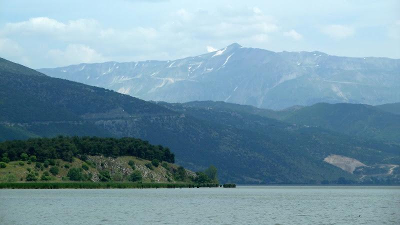 Blick von Ioannina auf das Pindos-Gebirge (Epirus)
