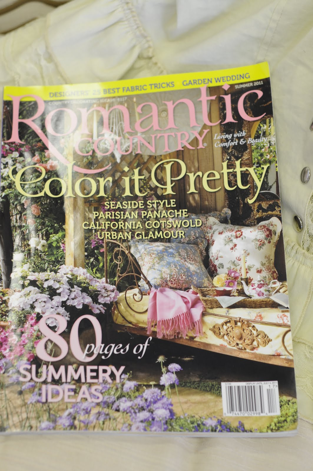 Chrisy 39 s cottage by the sea romantic country magazine for Country cottage magazine