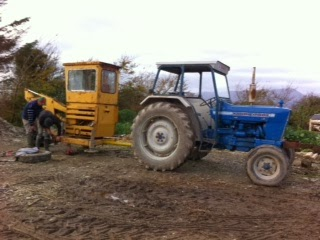 "Done Deal Tractor >> northsider: ""Can We Fix It? Yes We Can!"" A mechanical digger gets a new home on a Smallholding."