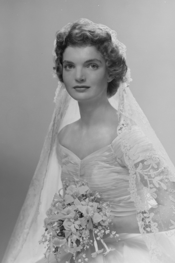 """the life and times of jacqueline lee bouvier Caroline lee bouvier canfield radziwill jacqueline kennedy's life from first lady extraordinaire caroline lee bouvier canfield radziwill ross aka """"lee."""