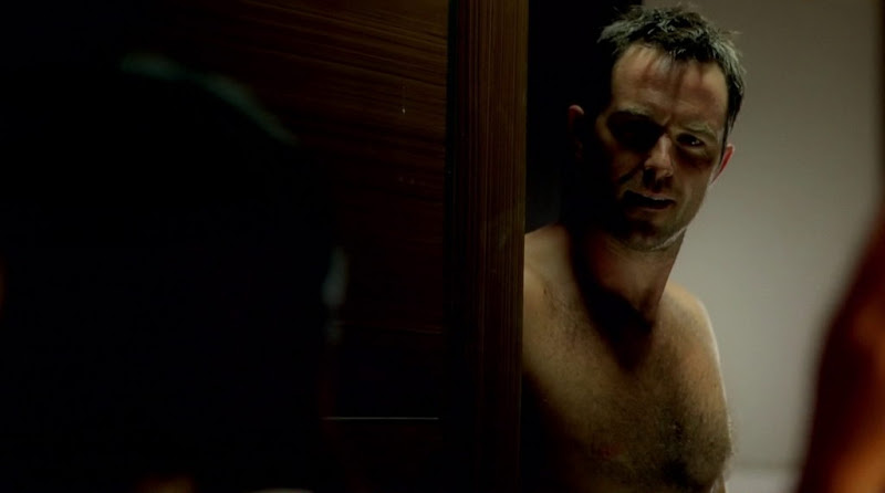 Sullivan Stapleton Shirtless in Strike Back s1e01