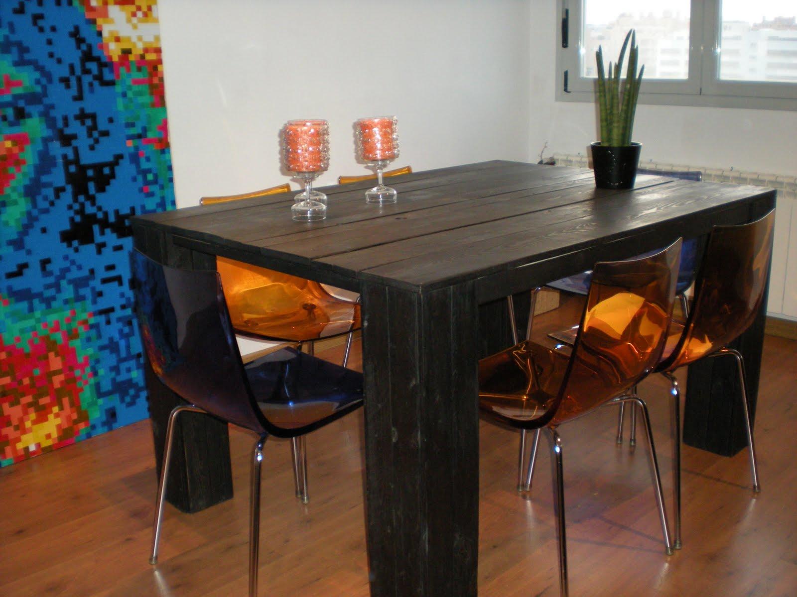 Economic creativity mesa de madera reciclada for Mesa de comedor con palets