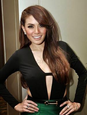 pelakon hot indonesia, pelakon seksi nikita mirzani, artis indonesia, hiburan,
