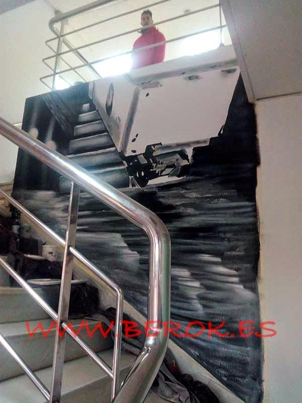 Decoración pintura mural sobre escalera de oficina