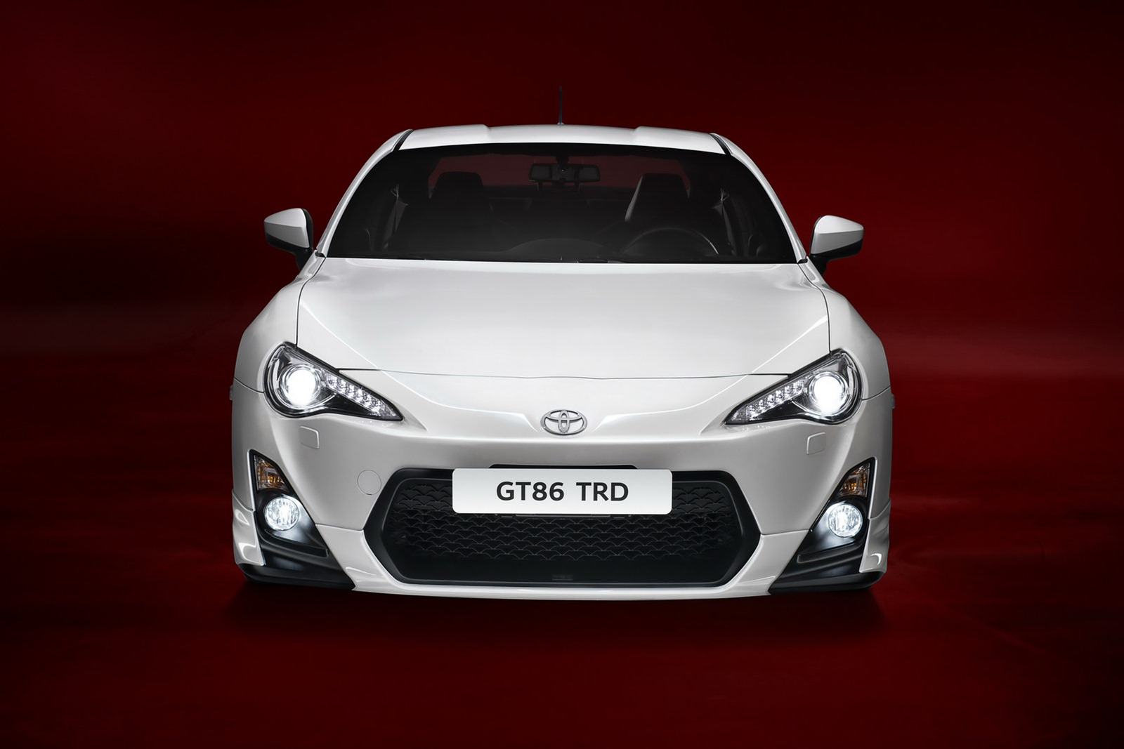 over revving toyota gt86 gets new makeover. Black Bedroom Furniture Sets. Home Design Ideas