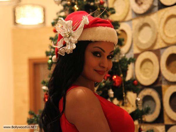 veena+malik+christmas+2012+(19)