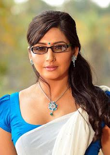Ragini Dwivedi Beautiful In Half Saree Photo Set