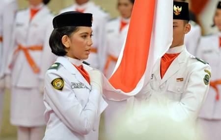Foto dan Biodata Lengkap Rani Noerinsan, Pembawa Baki di Upacara Penurunan Bendera Pusaka HUT RI ke-70 di Istana Merdeka