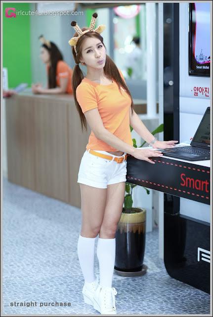 2 Park Si Hyun - World IT Show 2012-very cute asian girl-girlcute4u.blogspot.com