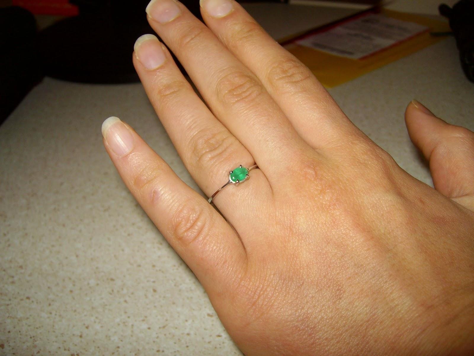 Пръстен годежен със скъпоценен камък изумруд