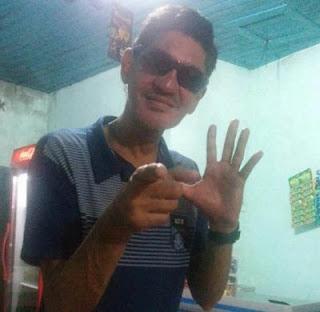 Ex-vacalista da Banda Líbanos, Marquinhos Mattos é flagrado pedindo esmola
