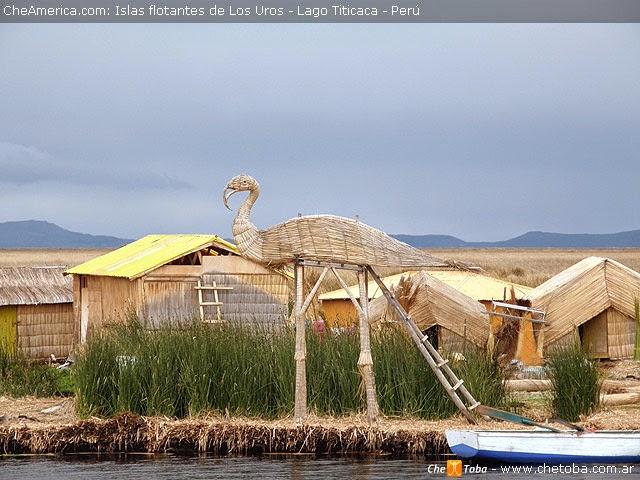 Nuevas construcciones sobre isla flotante en el Titicaca