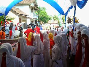 Pawai Bendera dan Marching Band dalam HAUL Mbah Muhammad Karim Abah/Ayahnya KH. Imam Shofwan