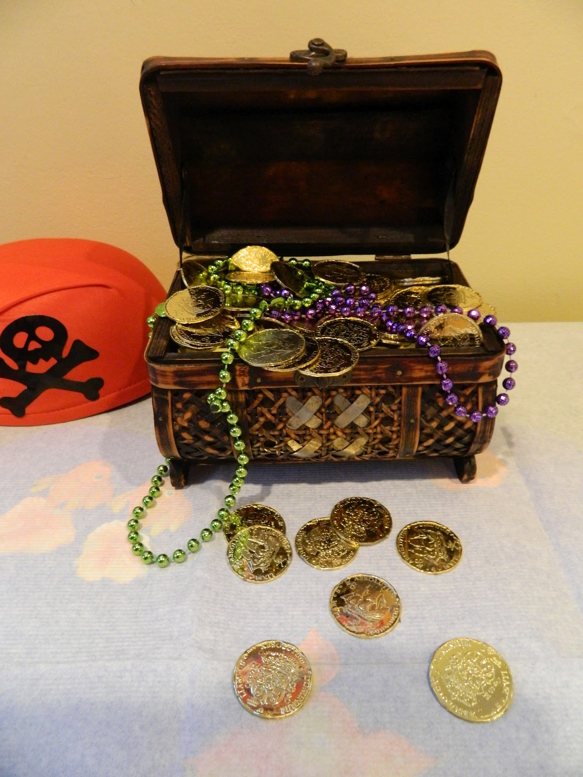 Treasure Chest Decorations Tips Treasures Do It Yourself Pirate Themed Party Decor
