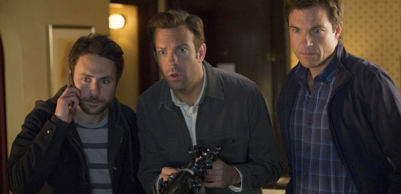 Jason Bateman, Jason Sudeikis e Charlie Day em novo trailer da comédia Quero Matar Meu Chefe 2