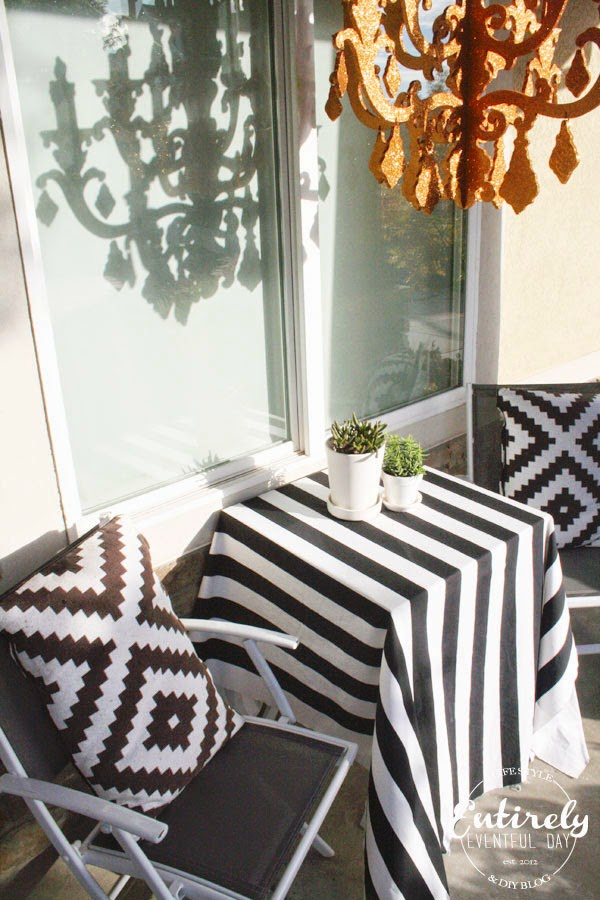 Halloween Porch Decorating Series. So many awesome Halloween decorating ideas. Click to see more! #halloween