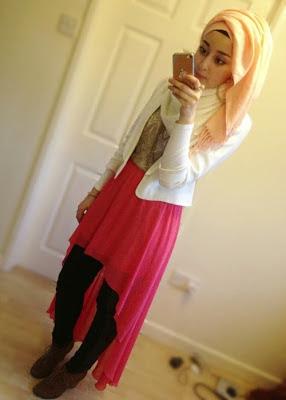 Beautifull Hijab Coklat Mocca Atasan putih dengan Rok Pink