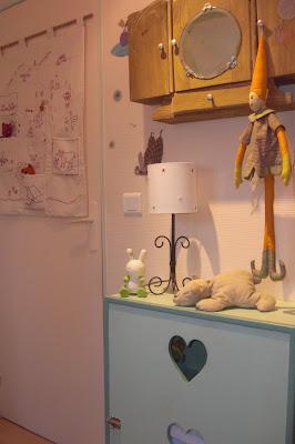 la belette de la marmotte une chambre au soleil. Black Bedroom Furniture Sets. Home Design Ideas
