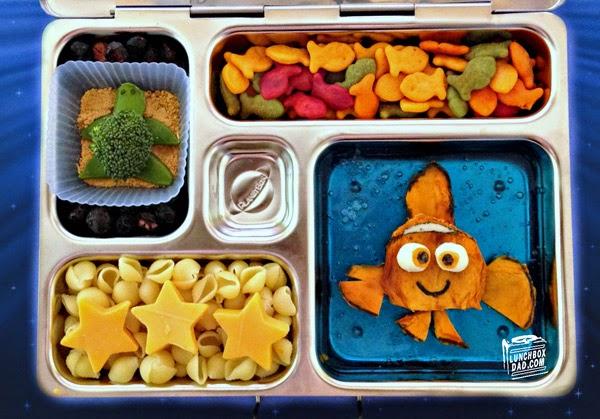 Un papa prépare une Lunch Box Nemo