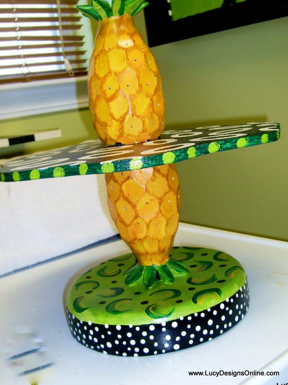 pineapple serving stand